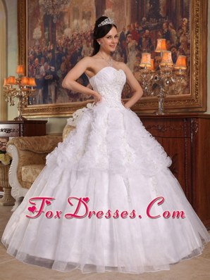 Sweetheart White Floor-length Applique Quinceanera Dress