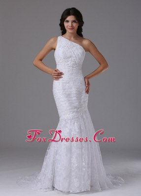 2013 Wedding Dress Mermaid Beautiful Lace Over Skirt Brush