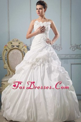 Beautiful A-line Strapless 2013 Wedding Gowns Ruch