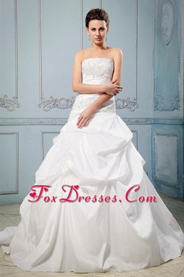 A-line 2013 Wedding Dress With Pick-ups Ruffles Appliques