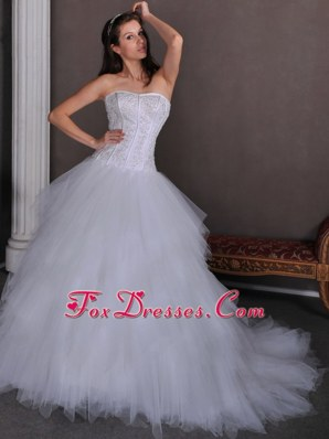 Elegant A-line Chapel Appliques Decorate 2013 Wedding Dress Ruffles