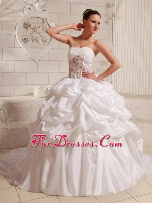 2013 Sweetheart Appliques Pick-ups Wedding Gowns With Chapel