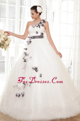 One Shoulder 2013 Gorgeous Wedding Dress Tulle Hand Flowers