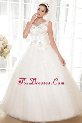 Simple Wedding Dress 2013 A-line V-neck Appliques Designer