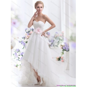 2015 Popular Sweetheart High Low Wedding Dress with Lace and Hand Made Flowers