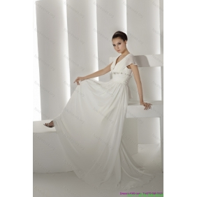 2015 Affordable Brush Train White Wedding Dresses with Ruching and Beading