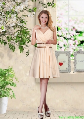 Elegant Short V Neck and Bowknot Bridesmaid Dresses in Champagne