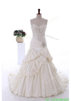 2016 Beautiful Beading Wedding Gowns with Court Train