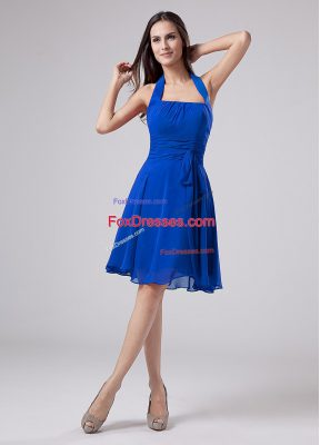 Hot Sale Blue Empire Halter Top Sleeveless Chiffon Knee Length Zipper Ruching Mother Of The Bride Dress