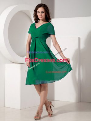 Dark Green Zipper Mother of Bride Dresses Ruching Short Sleeves Knee Length
