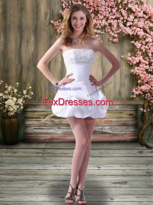 Deluxe Off The Shoulder Sleeveless Lace Up Wedding Gowns White Chiffon