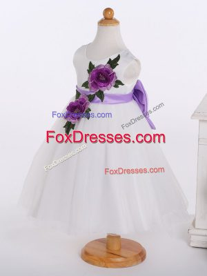 Modest A-line Flower Girl Dresses White Scoop Tulle Sleeveless Knee Length Zipper