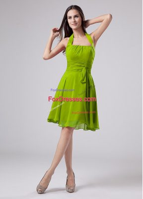 Sweet Green Chiffon Zipper Halter Top Sleeveless Knee Length Mother of Bride Dresses Ruching
