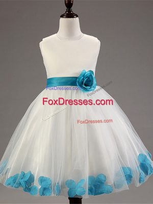 Gorgeous White Ball Gowns Tulle Scoop Sleeveless Appliques and Hand Made Flower Knee Length Zipper Flower Girl Dress