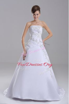 Designer White Taffeta Lace Up Wedding Gowns Sleeveless Brush Train Embroidery