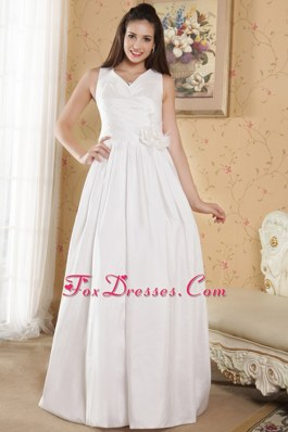 Simple V-neck Wedding Dress Taffeta Hand Made Flowers