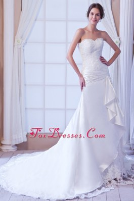 Luxurious Mermaid Strapless Court Train Lace Wedding Gown