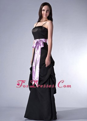 Spaghetti Straps Black Cloumn Bridesmaid Dresses with Sash