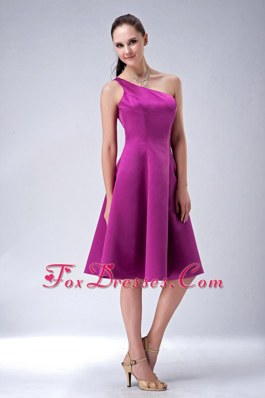 One Shoulder Fushsia A-line Bridesmaid Dresses Satin Short