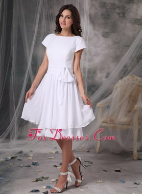 White Bateau Knee-length Chiffon Bridesmaid Dresses
