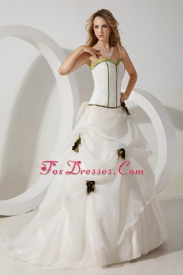 Sweetheart Organza Hand Made Flowers Wedding Dress with Train