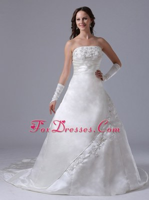 A-line Embroidery 2013 Wedding Dress Ruch Strapless