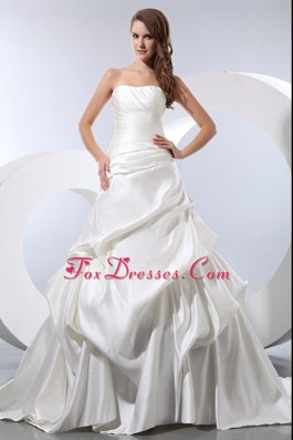 A-line Strapless Wedding Dress Chapel Train Taffeta