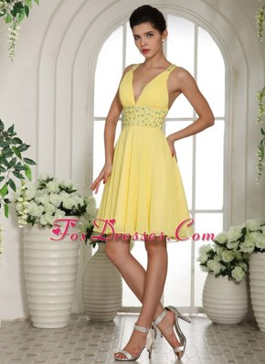V-neck Light Yellow Short Cocktail Holiday Dresses With Beading