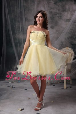 A-line Yellow Strapless Beading Knee-length Cocktail Graduation Gowns