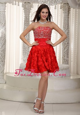 Red A-line Stpapless Mini-length Beading Cocktail Graduation Dresses