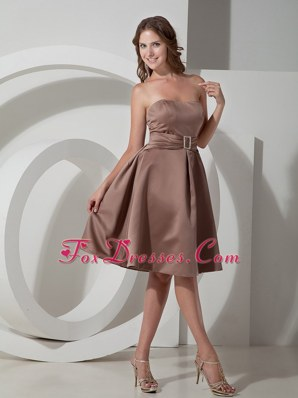 Chocolate A-line Strapless Knee-length Beading Quinceanera Dama Dresses