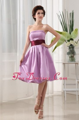 Ribbons Lavender Knee-length Strapless A-Line Dama Dress