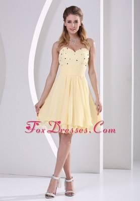 Light Yellow Sweetheart Beaded Short Dama Dresses