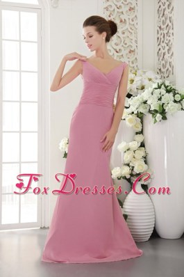Light Pink Column V-neck Ruched Bridesmaid Dresses with Brush Train