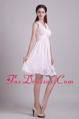 Baby Pink Short Dama Dresses for Quinceanera with Ruched V-neck