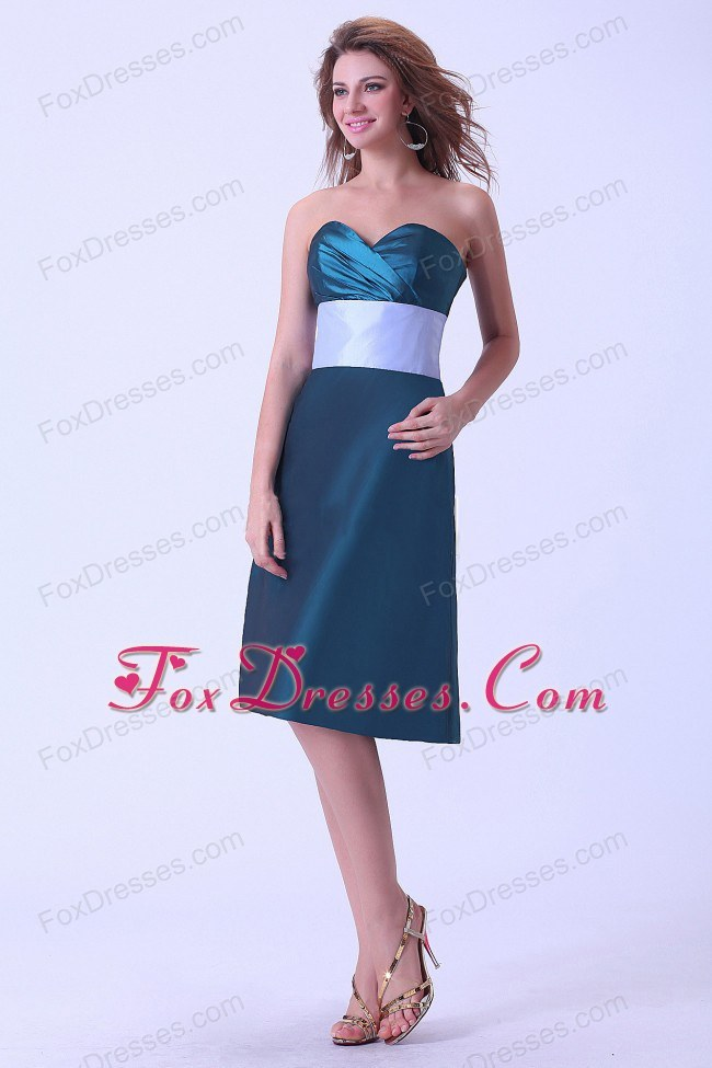 Green Knee-length Bridemaid Dress with Sash