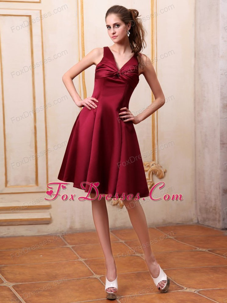V-neck Knee-length Burgundy Bridemaid Dress in Satin