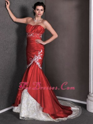 Red Mermaid Lace Appliques Ruch Wedding Dress Court Train