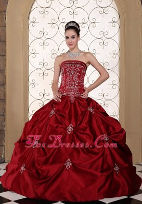 Wine Red Embroidery Taffeta Pick-ups Elegant Wedding Dress