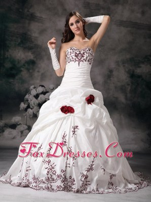 Ball Gown Sweetheart Embroidery Wedding Dress Taffeta Train