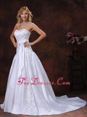 2013 Bowknot Embroidery Wedding Dress Elegant Chapel Train