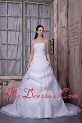 Simple A-line Strapless Chapel Train Appliques Wedding Dress