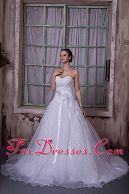 2013 Hand Made Flower Wedding Dress Chapel Train Appliques