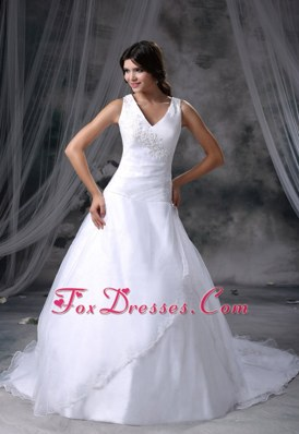 2013 Wedding Dress Chapel Train V-neck with Appliques