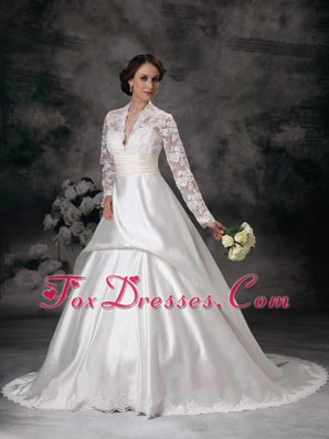 Pretty A-line Lace Wedding Dress V-neck Court Train