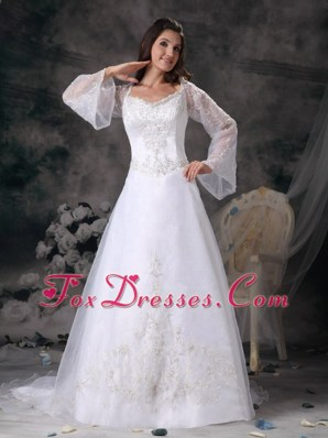 Court Train Organza Wedding Dress with Beautiful Appliques