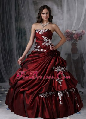 Burgundy Strapless pick-ups Appliques Quinceanera Dress