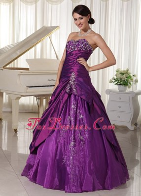 Dark Purple Sweetheart Quinceanera Gowns Appliques Beading