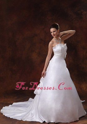 Elegant Ruched Chapel Train Sweetheart Wedding Dress with Beading