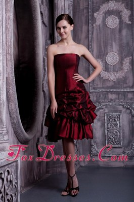 Burgundy A-line Strapless Knee-length Cocktail Dress